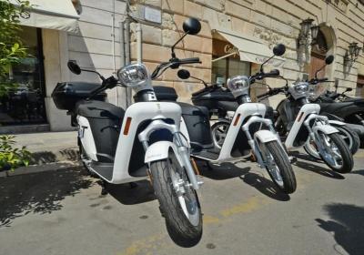 Lecce, mobilità sostenibile. Presentato il nuovo servizio di sharing con scooter elettrici